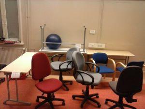 Työpöytiä ja tuolia  (124)