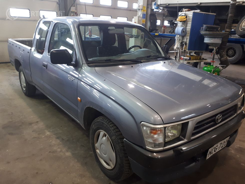 Myydään Toyota Hilux 2,4