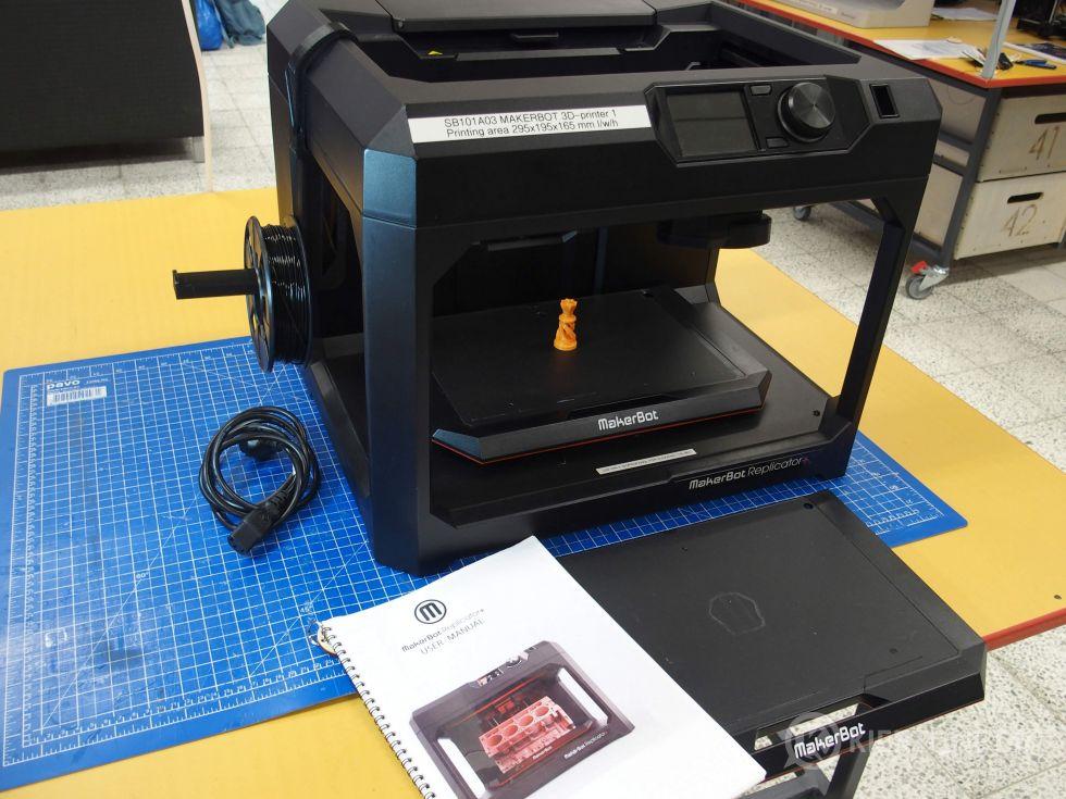 Makerbot Replicator + 3d-tulostin (tulostin nro 1)
