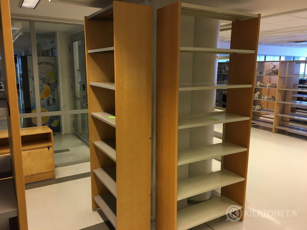 Myydään hyväkuntoisia kirjahyllyjä. Koko erän tavoitehinta yhteensä 170€.