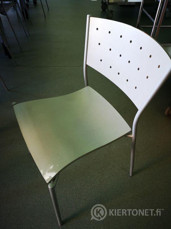 Nro 27  Palapöytä ja 12 tuolia