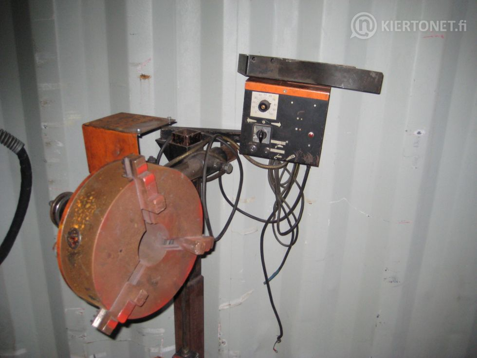 Erilaisia käytöstä poistettuja koneita ja laitteita