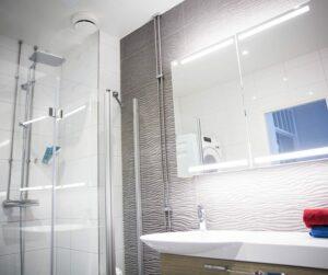 Kylpyhuone ajan tasalle putkiremontin yhteydessä