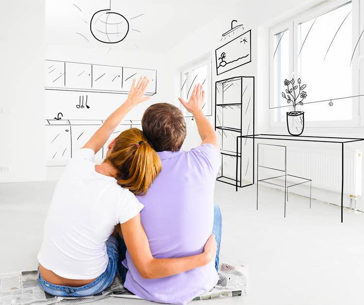 Pariskunta haaveilee asunnon ostamisesta.