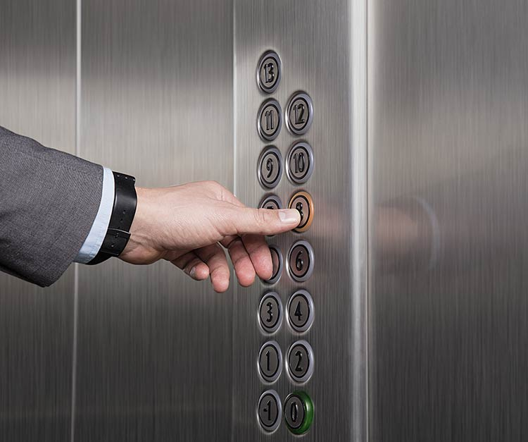 Hissiturvallisuus - testissä hissin painikkeet.