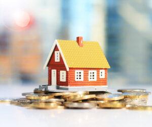 Talo rahakasan päällä. Taloyhtiön talous vaatii suunnittelua.