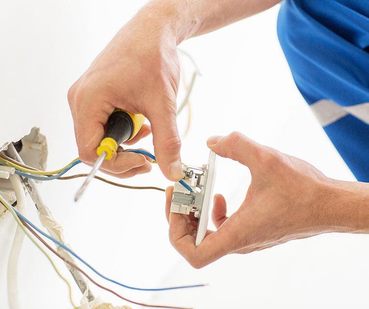 Ammattilainen tekee sähkötyöt turvallisesti.