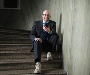 Kiinteistöliiton johtava asiantuntija (energia ja ilmasto) Petri Pylsy luennoi ilmalämpöpumpuista taloyhtiöissä.