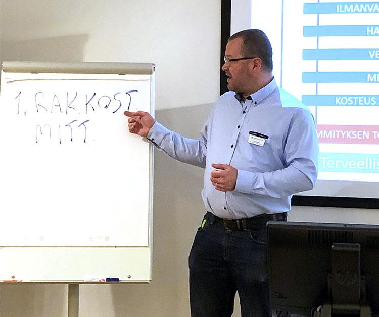 Kiinteistöliitto Uusimaan neuvontainsinööri Jari Hännikäinen puhuu sisäilmaongelmista.