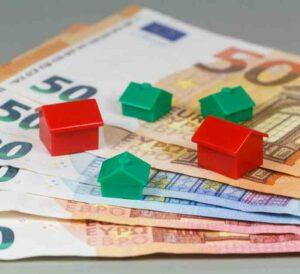 Euroseteleitä ja monopolitaloja. Kuva: Bigstockphoto