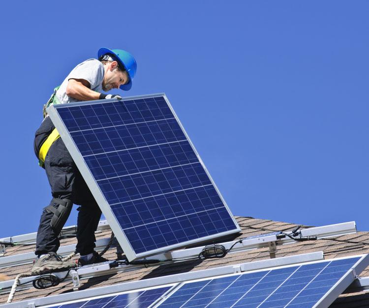 Aurinkosähkön tuotantokapasiteetti kasvoi viime vuonna 45 % prosenttia