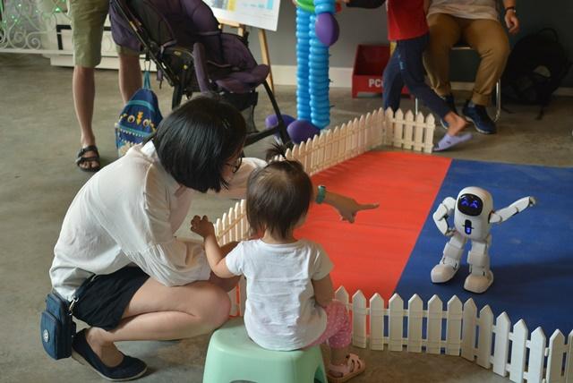 """1.000 người tham dự sự kiện """"All She Wants"""" ủng hộ trẻ em gái tới trường, kinhtethoidai.vn"""