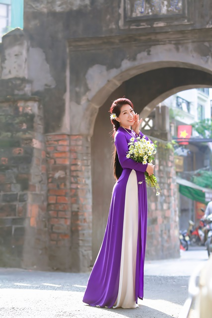 Nữ doanh nhân Ngọc Trai Hoàng Gia khoe sắc với áo dài chốn kinh kì, kinhtethoidai, kinhtethoidai.vn, kinh tế thời đại, kinh te thoi dai