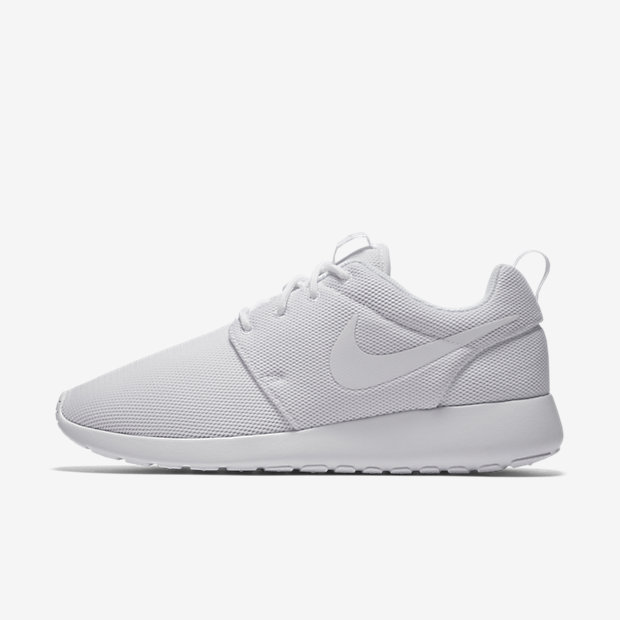 Roshe One Triple White (ウィメンズ)