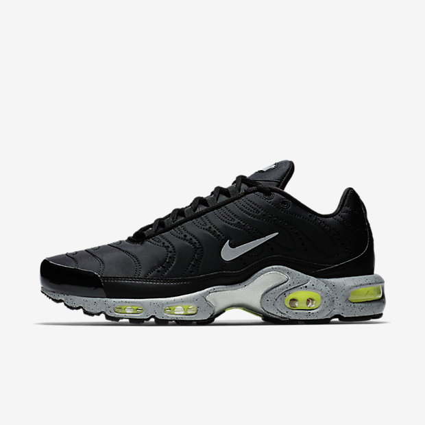 Air Max Plus Tuned to Black