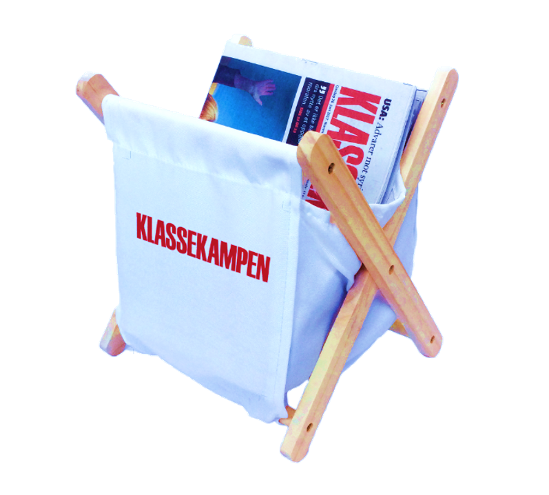 Klassekampens oppbevaringskurv til aviser og magasiner. Med lomme til småsaker.