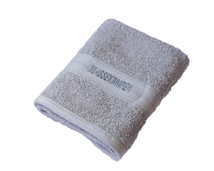Klassekampens håndkle i myk frotté med brodert logo. 40x60 cm.