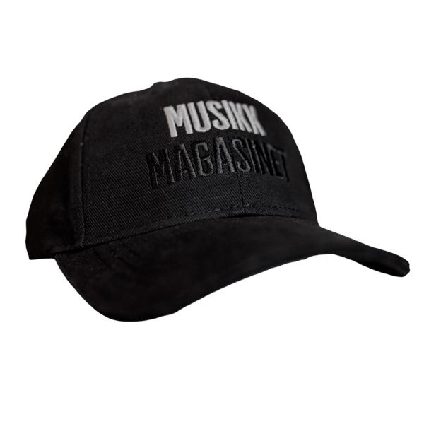 Musikkmagasinets caps med brodert logo.