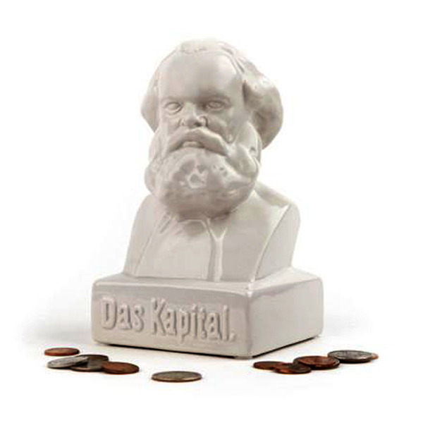 Das Kapital-sparebøsse. Karl Marx-byste i stengods til oppsamling av overskuddskapital.