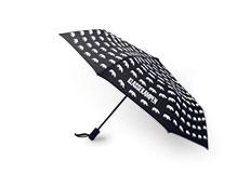 Paraply med neshornmønster