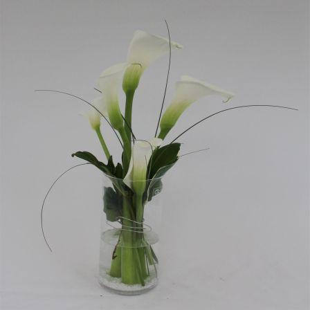 Vase mit weißen Calla