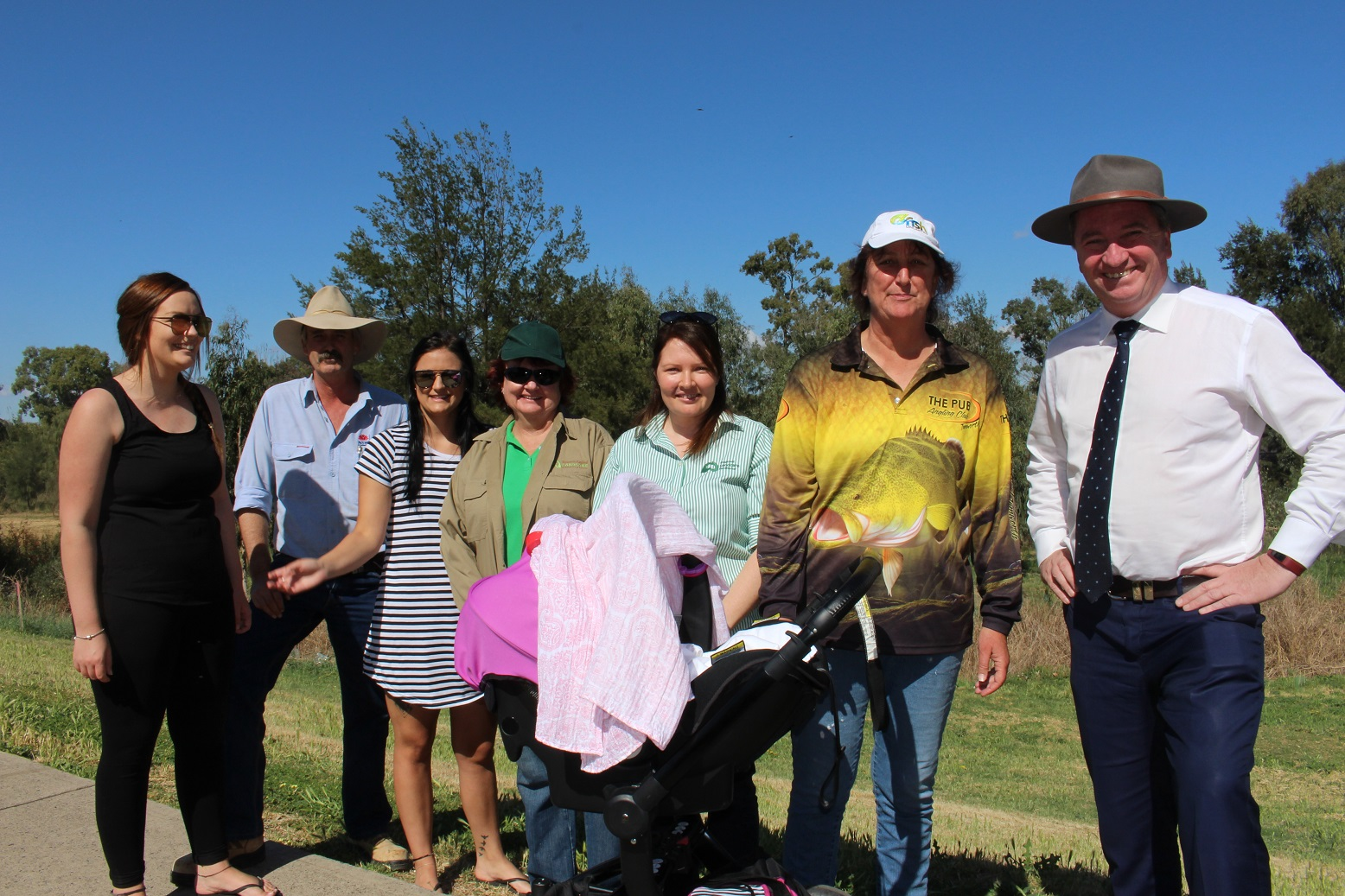 Eliza and baby Ruby, Peter Dawson, Coreena, Julie Clancy, Regional Landcare Facilitator Felicity Chittick, Oz Fish Unlimited's Anne Michie, with Deputy Prime Minister and Member for New England, Barnaby Joyce at the launch of the Oz Fish on the Peel – Anglers for Habitat project.