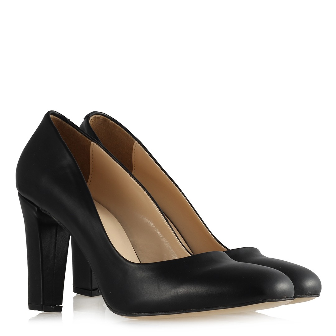 حذاء جلد أسود غير لامع بكعب نسائي