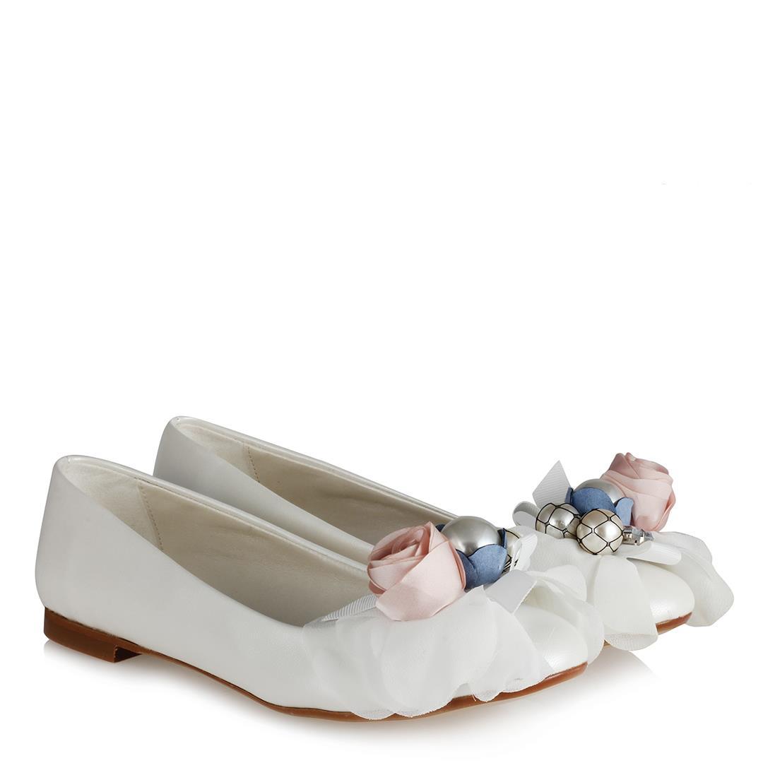 حذاء فلات للزفاف أبيض غامق بتصميم ورود نسائي
