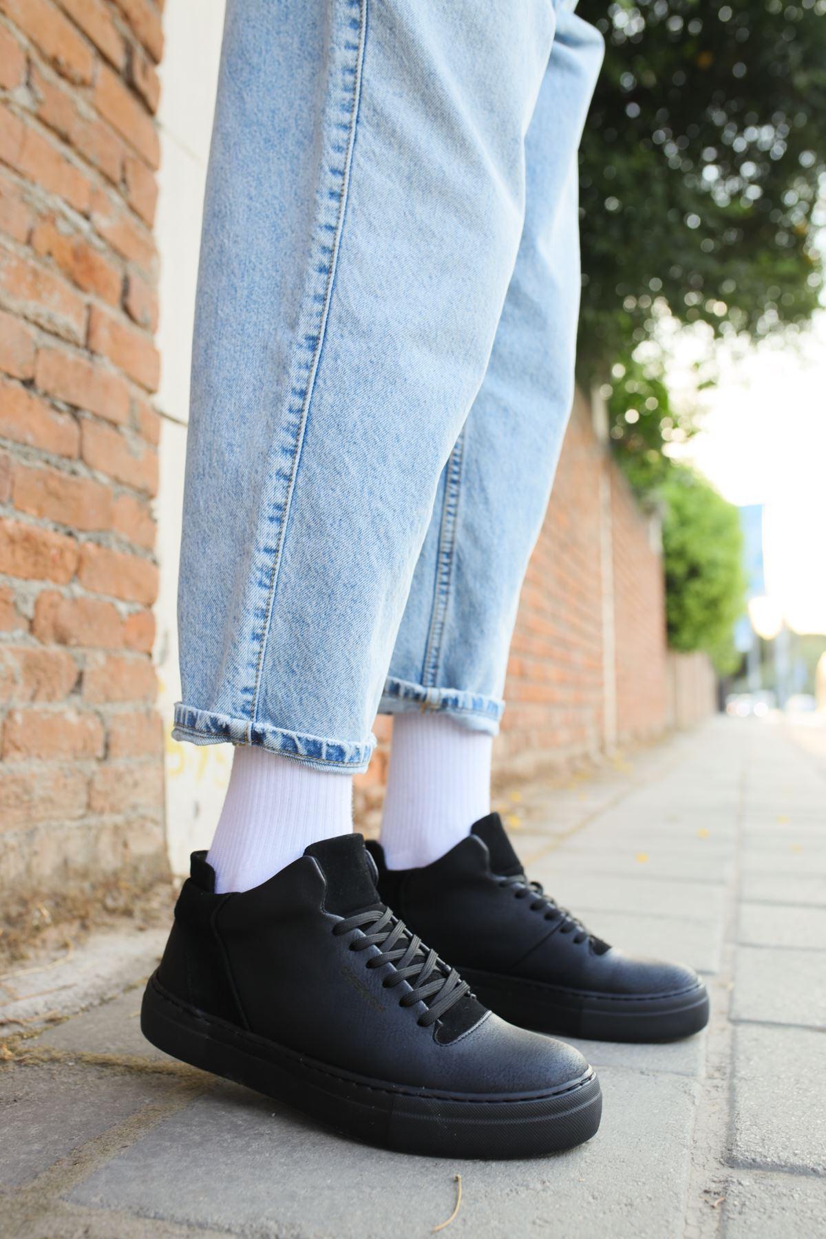 حذاء أسود برباط رجالي