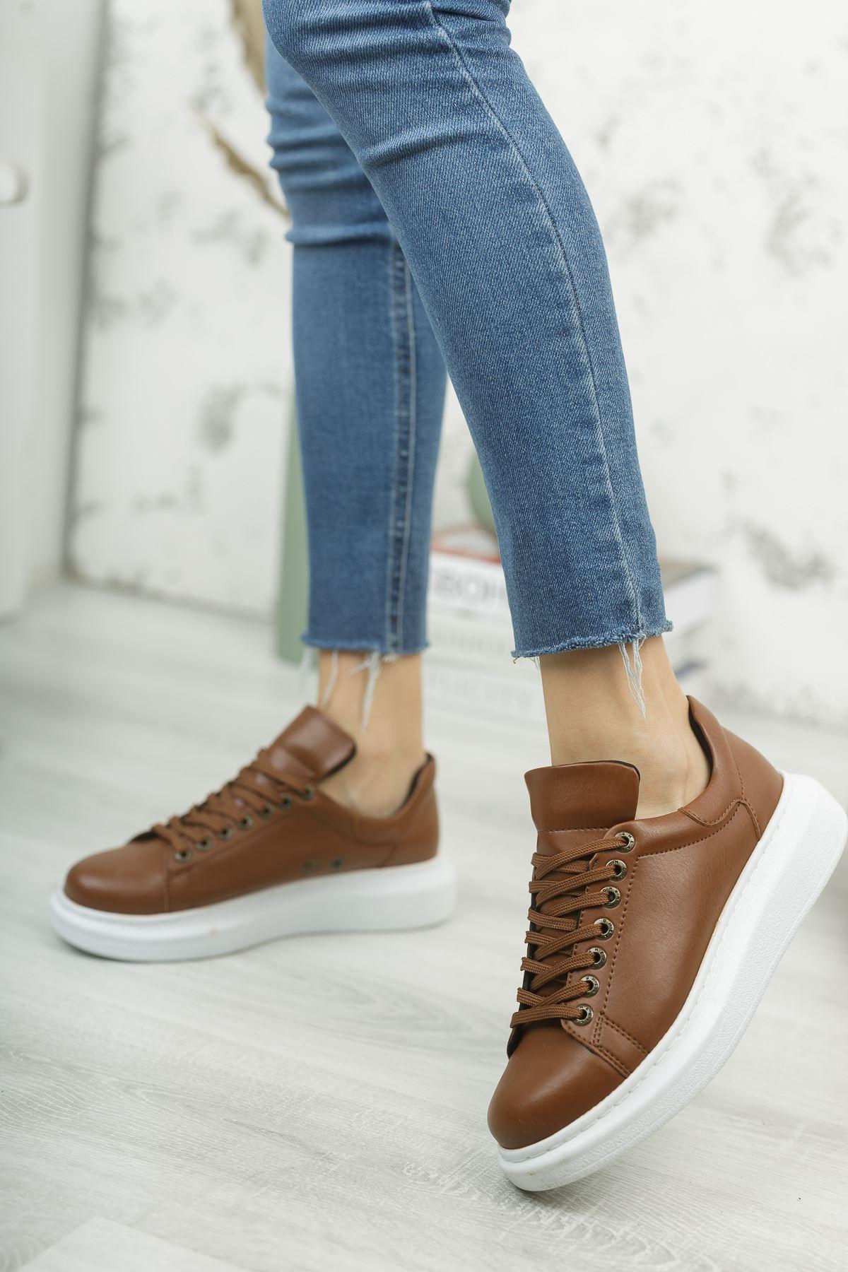 حذاء رياضة بني فاتح برباط نسائي