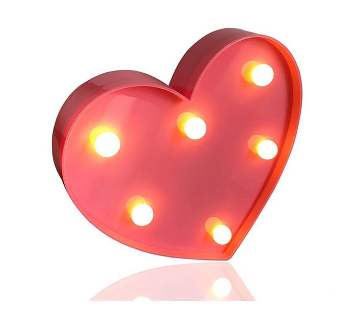 إضاءة ليلية ليد بتصميم قلب