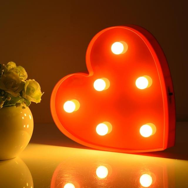 مصباح ليلي مزخرف بشكل قلب
