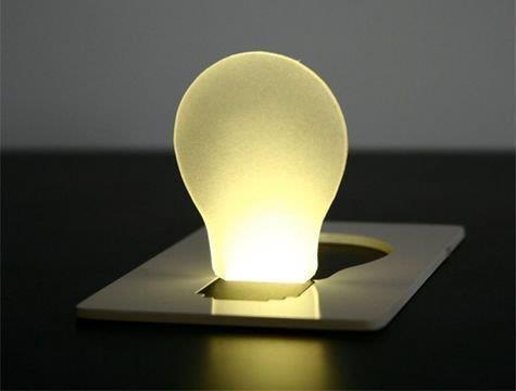 مصباح جيب بتصميم بطاقة ائتمانية