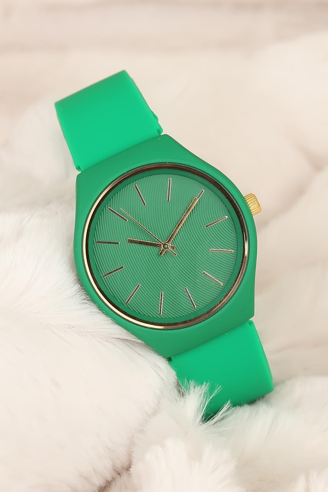 ساعة بسوار سيليكون أخضر نسائية