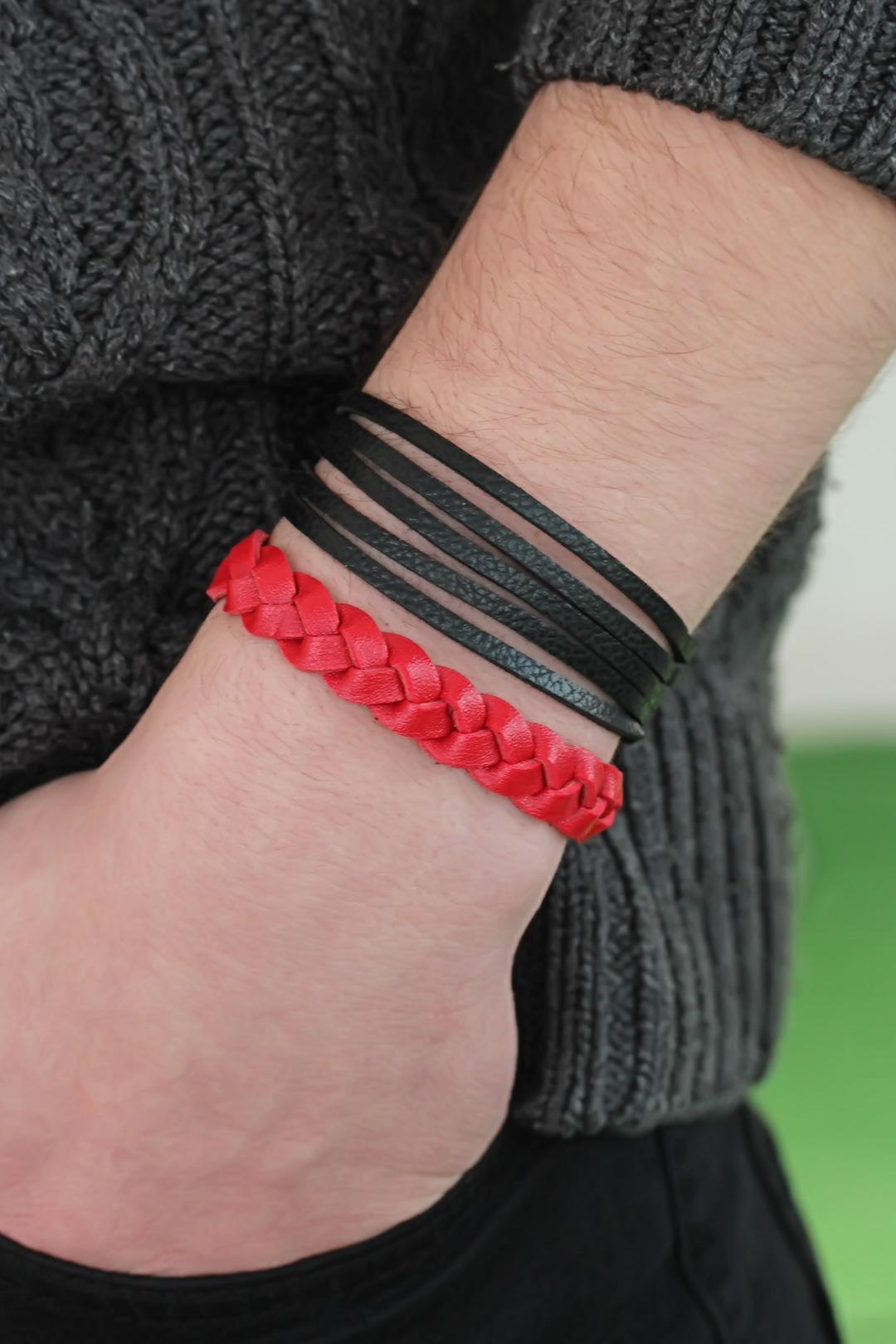 أسورة جلد أحمر أسود رجّالي- 2 قطع