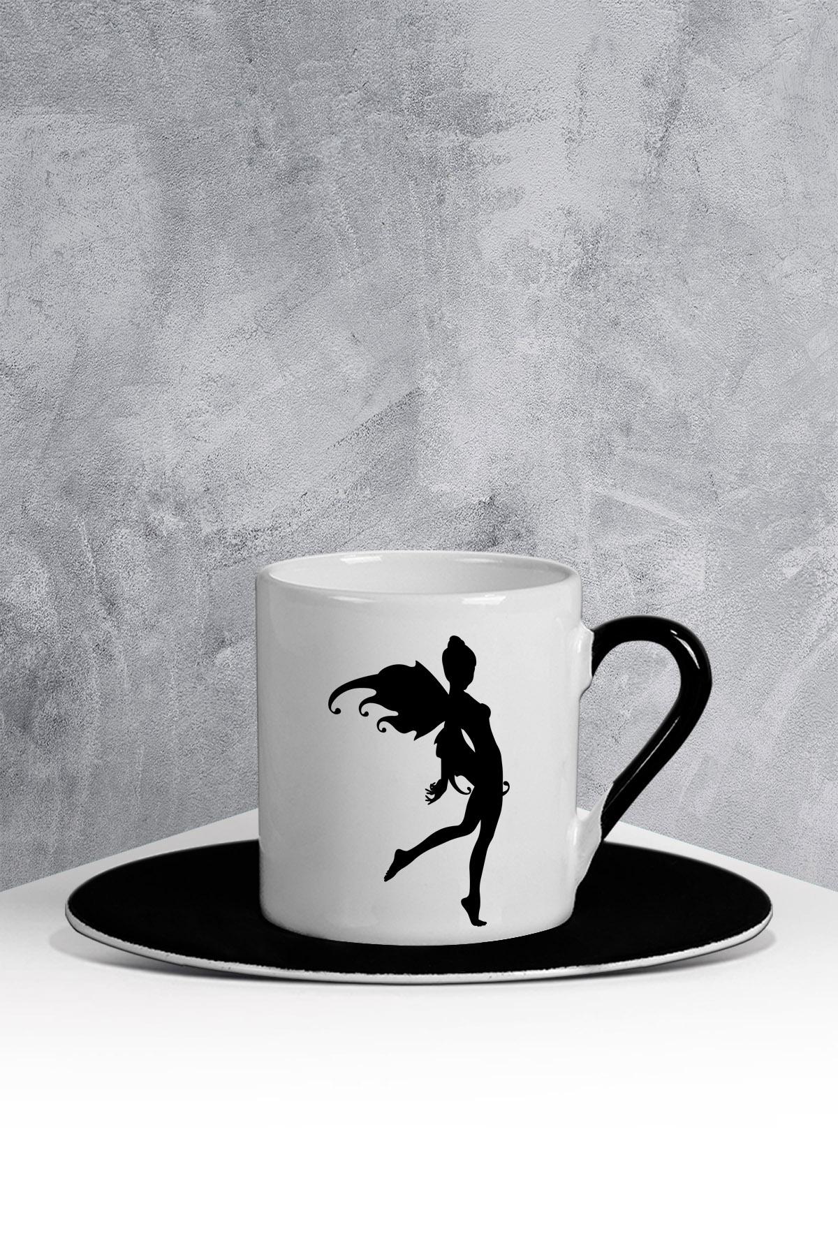 كوب قهوة أبيض أسود بطبعة جنية