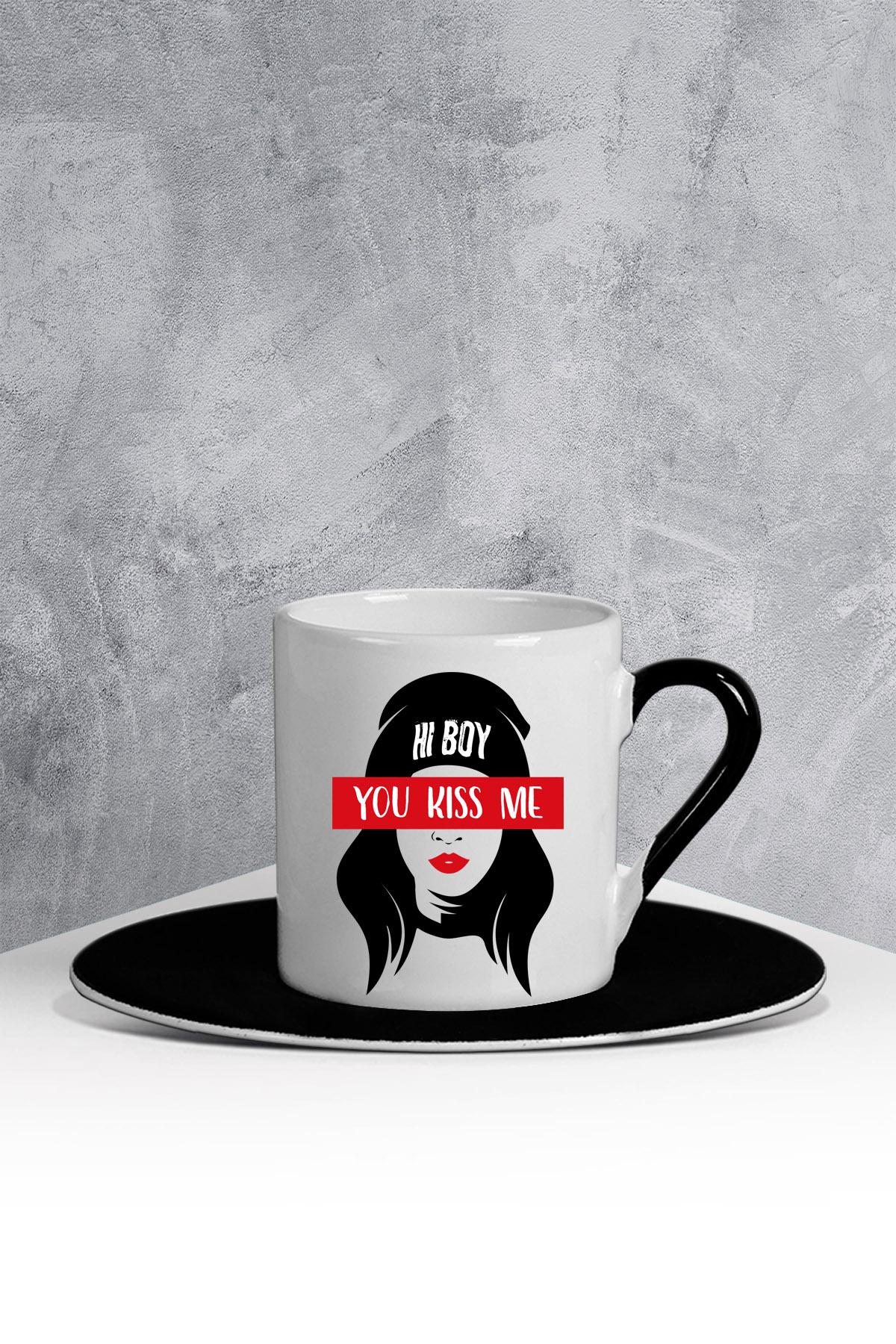 كوب قهوة أبيض أسود بطبعة