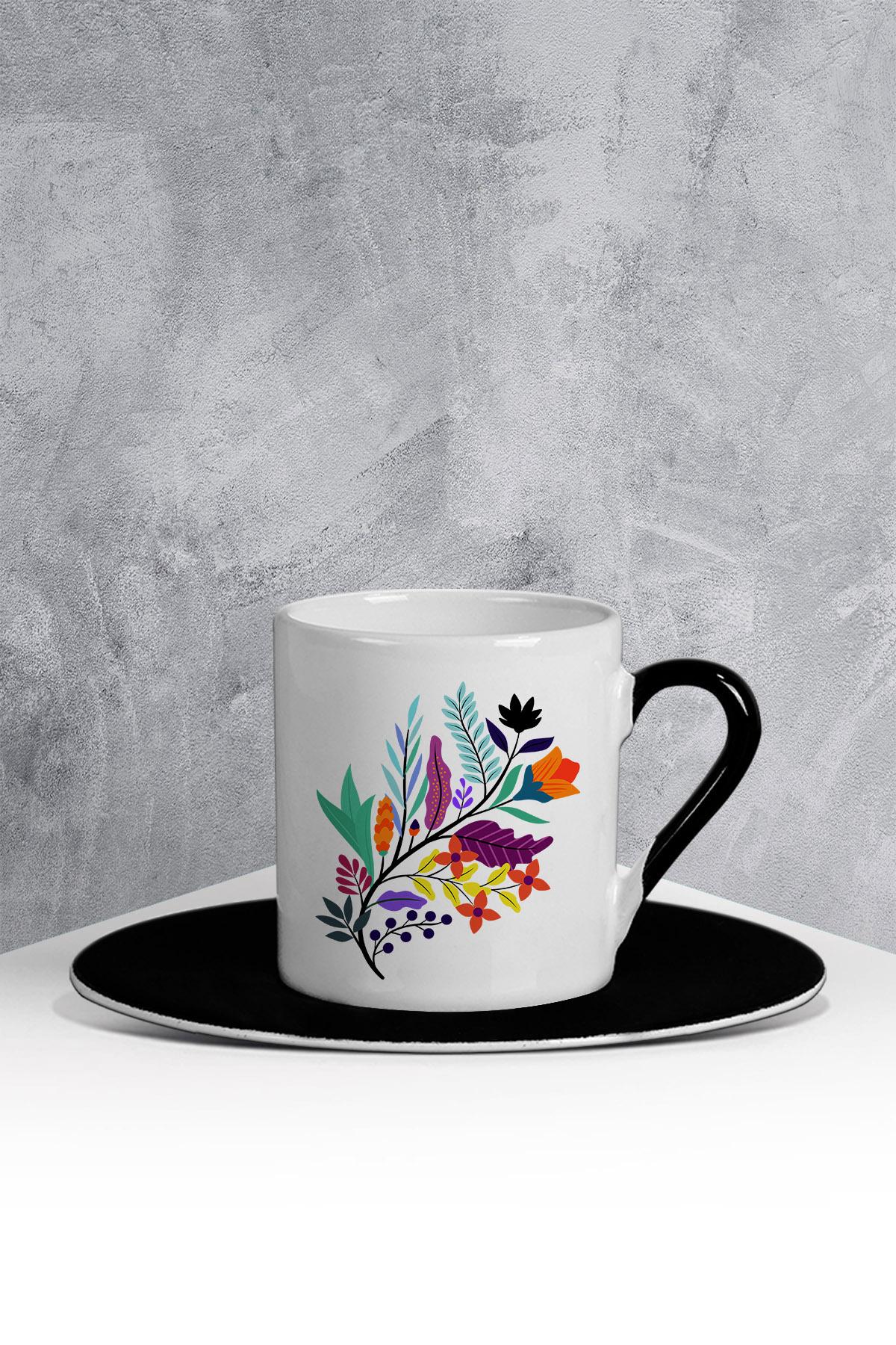 كوب قهوة أسود أبيض بطبعة ورود