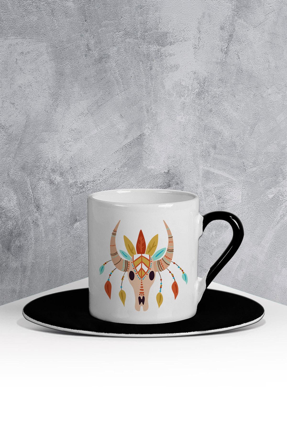 كوب قهوة أسود أبيض بطبعة