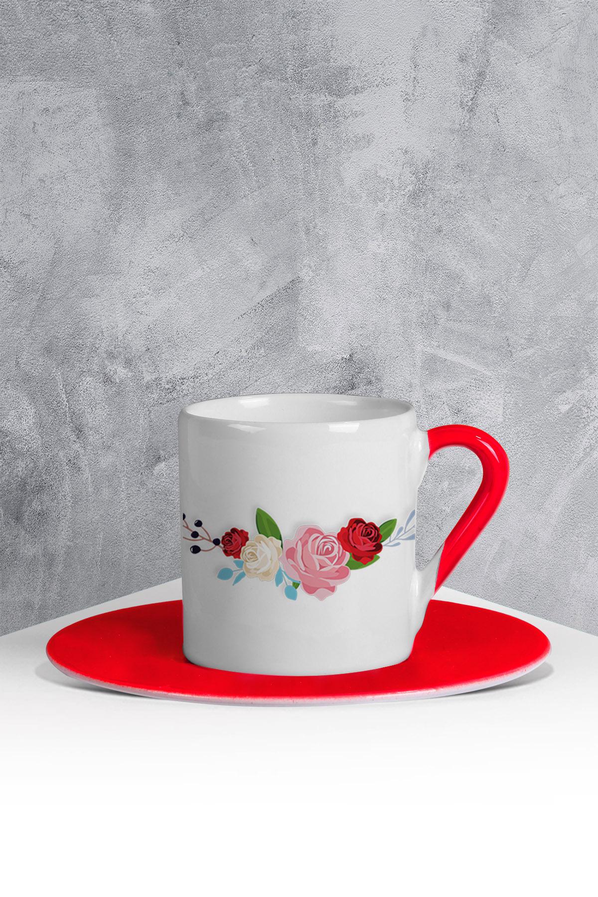 كوب قهوة أحمر أبيض بطبعة ورود