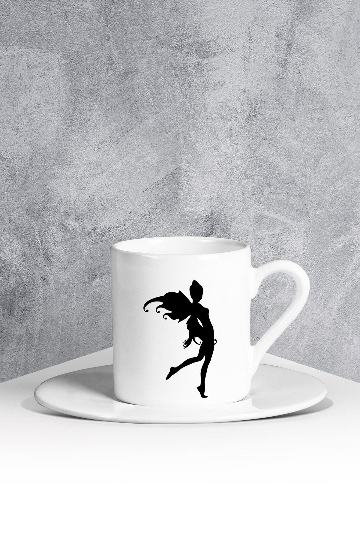 كوب قهوة أبيض بطبعة جنية