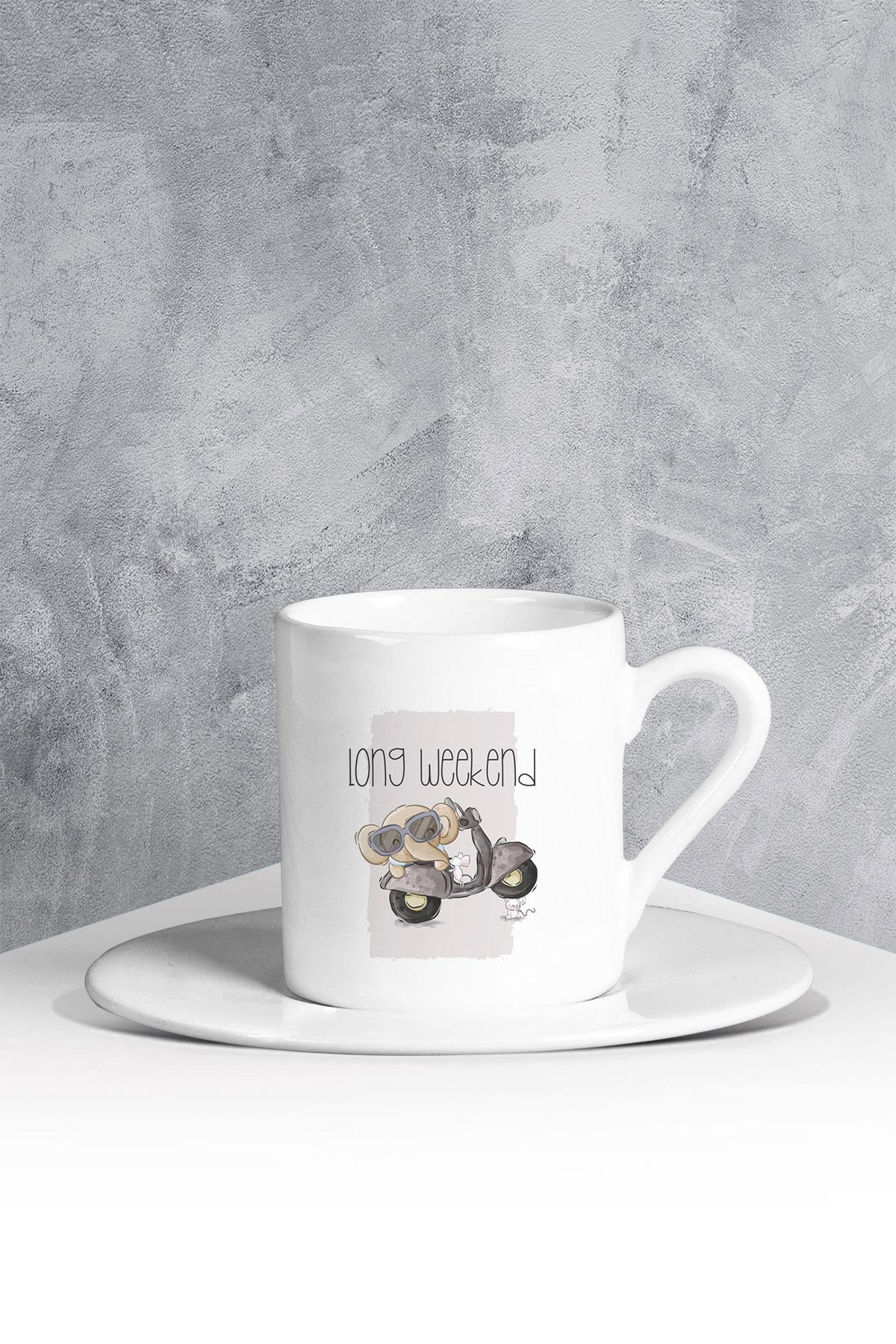 كوب قهوة أبيض بطبعة