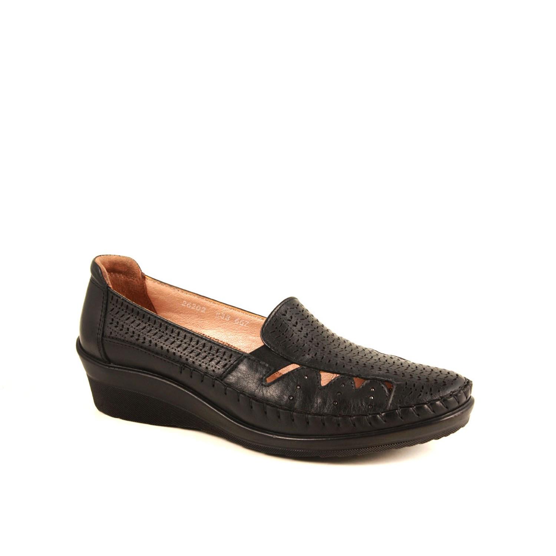 حذاء أسود اللون نسائي