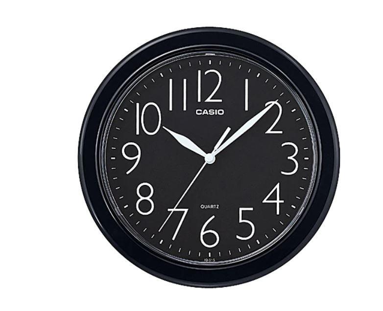 ساعة حائط سوداء اللون