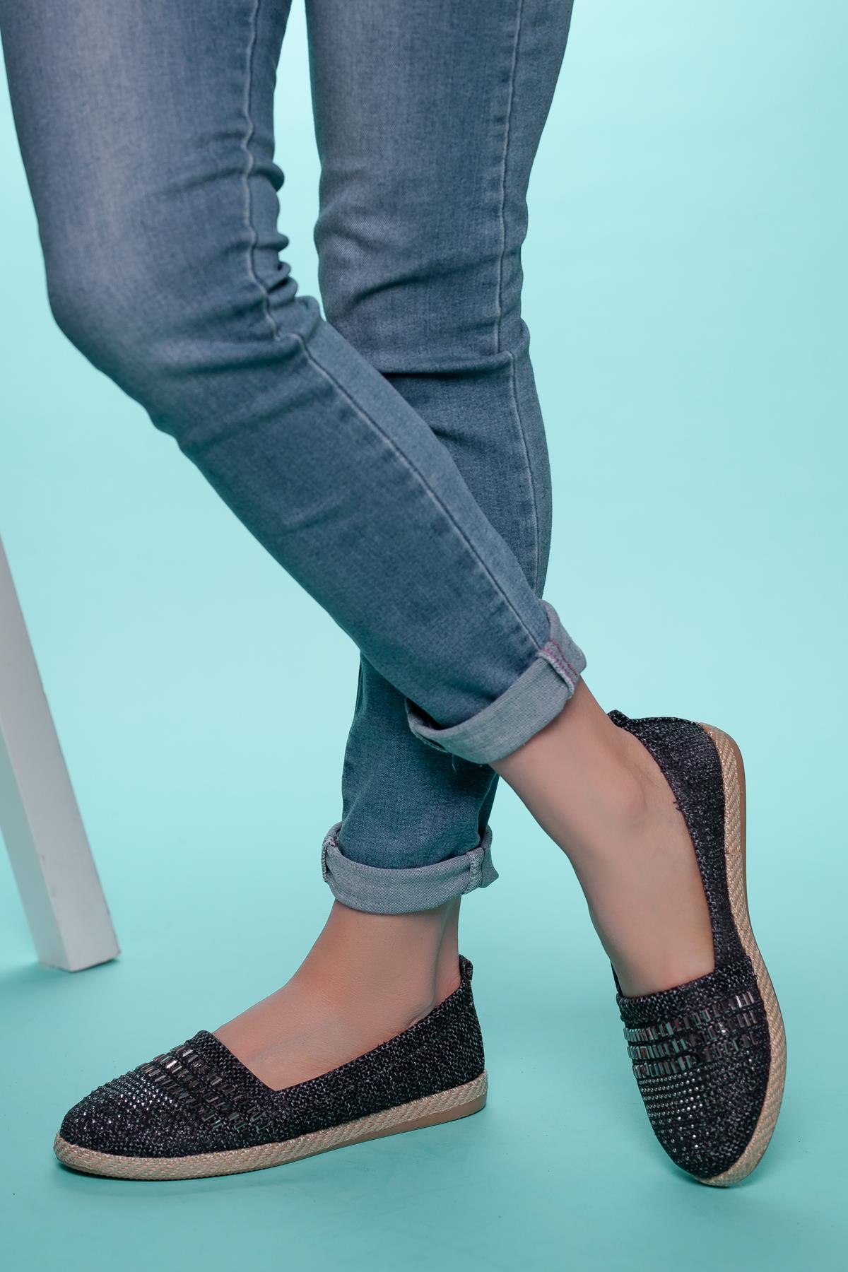 Women's Gemmed Flat Shoes