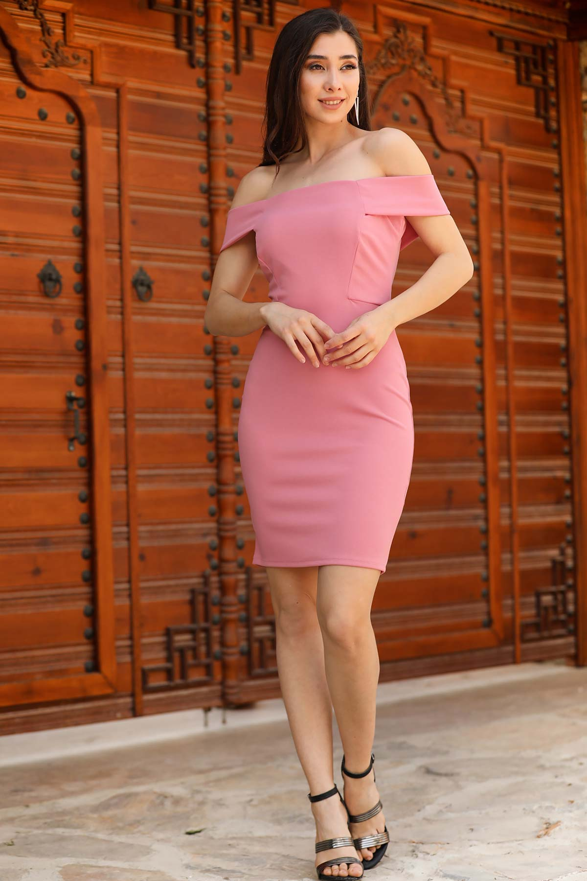 فستان وردي غامق برقبة بدون أكتاف نسائي