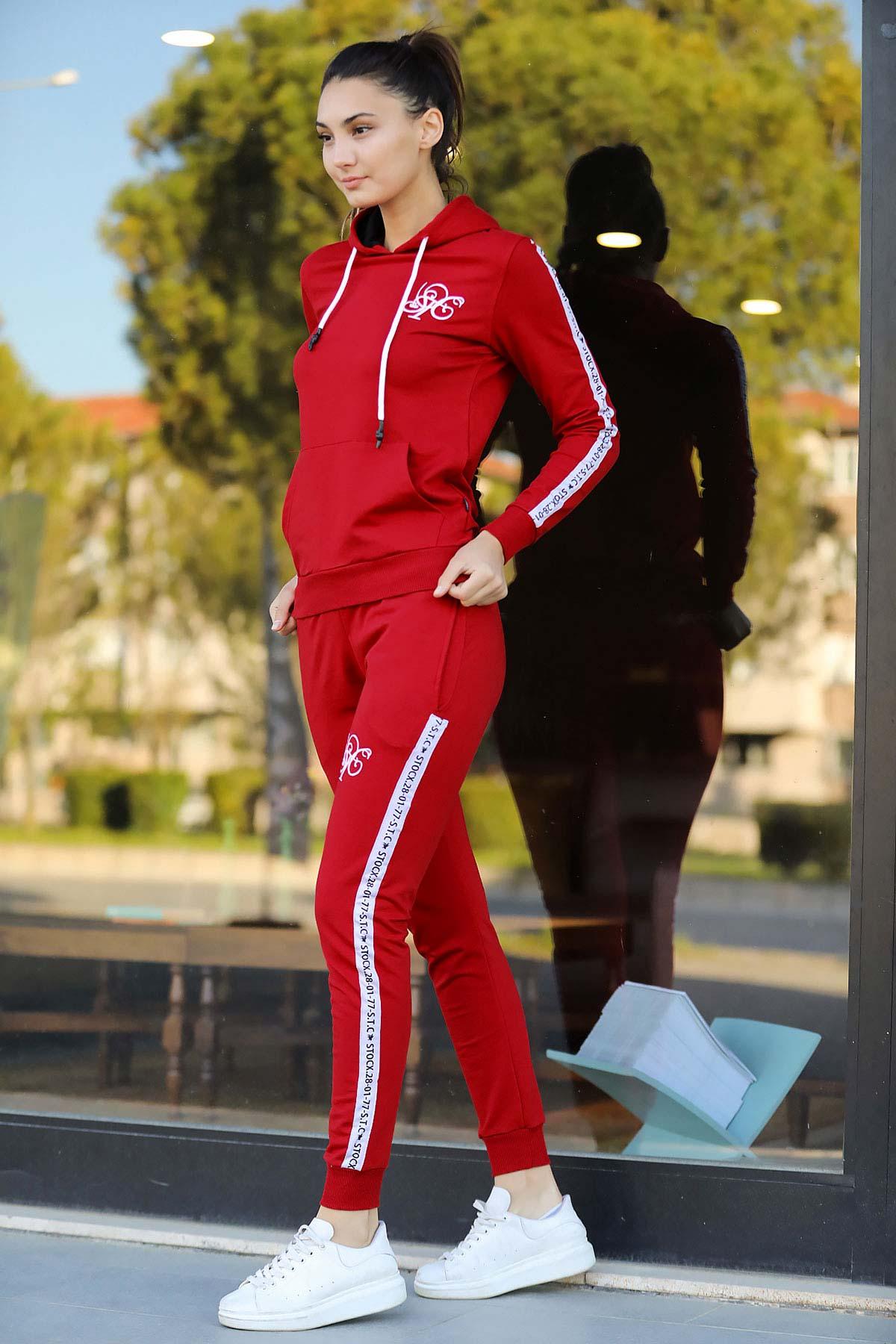 بدلة رياضية هودي رمادي أحمر نسائية