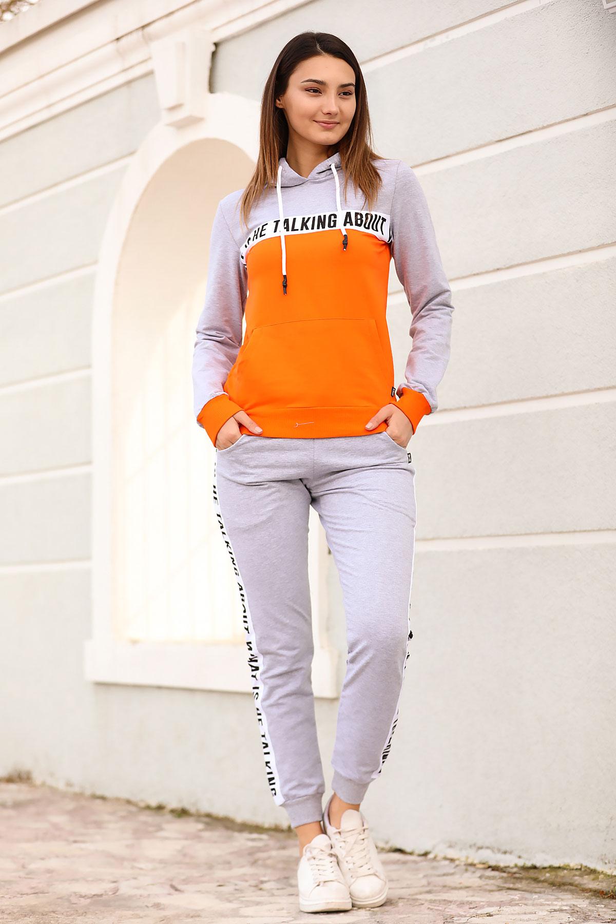 ملابس رياضية رمادي بطبعة نسائية