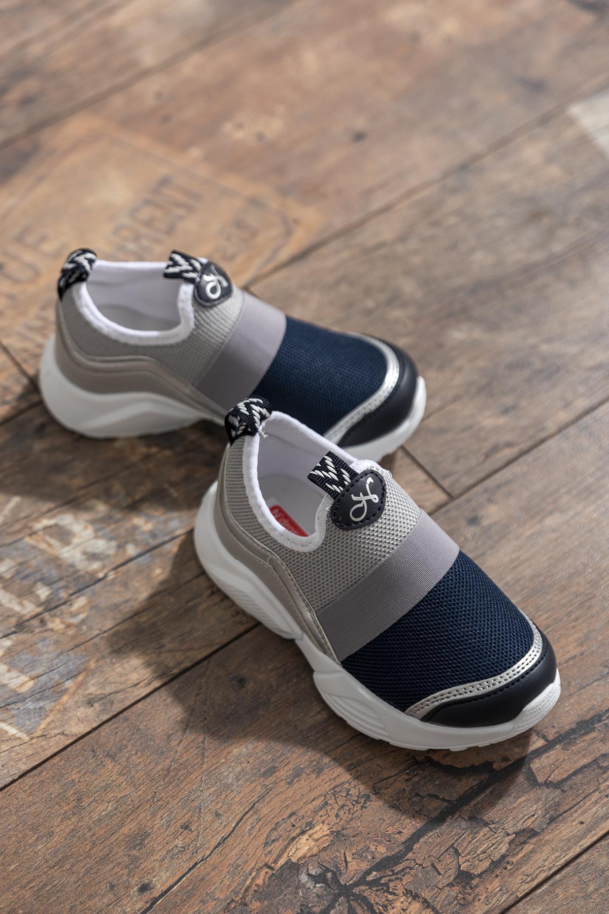 حذاء رياضة رمادي كحلي أطفالي