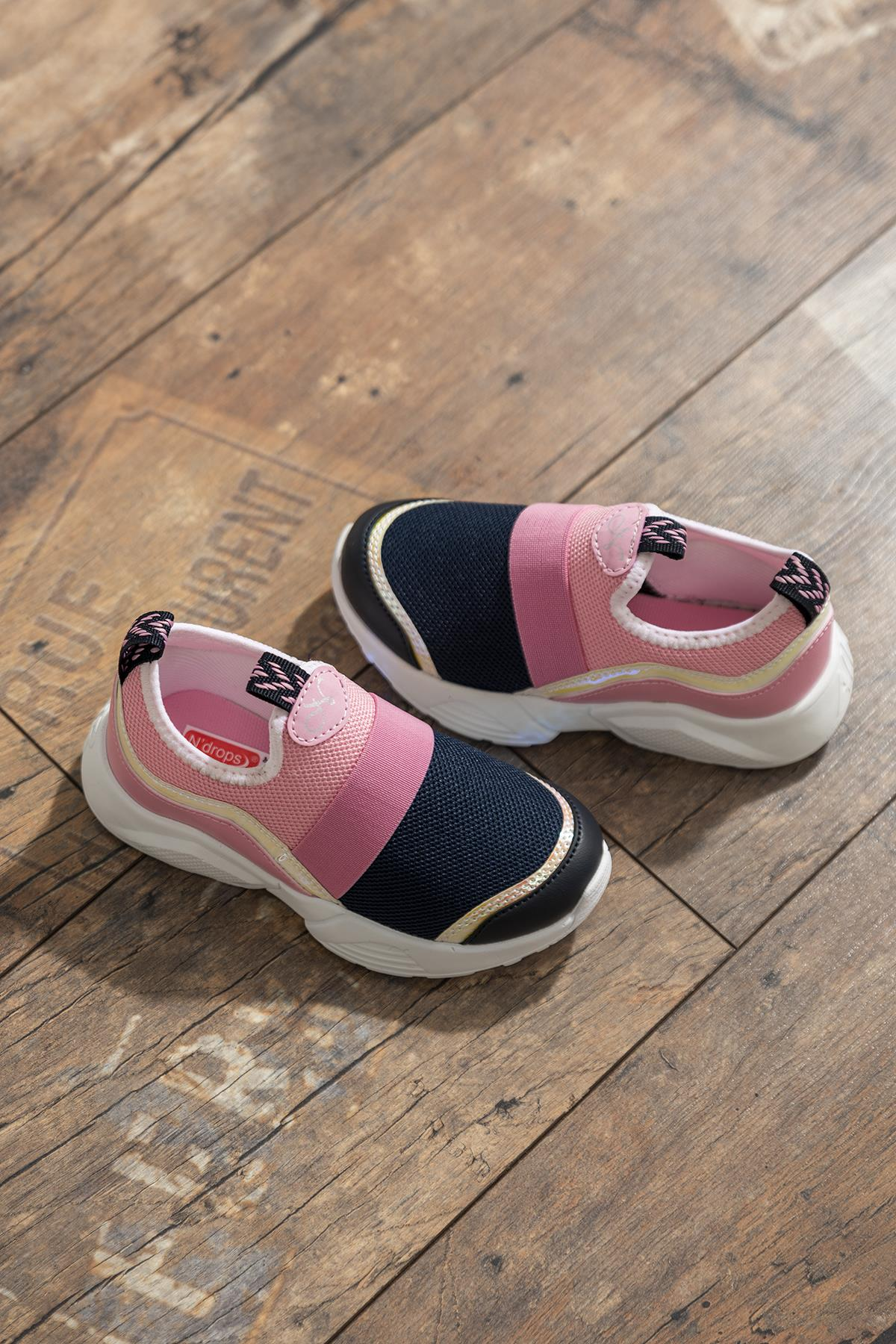 حذاء رياضة وردي كحلي أطفالي